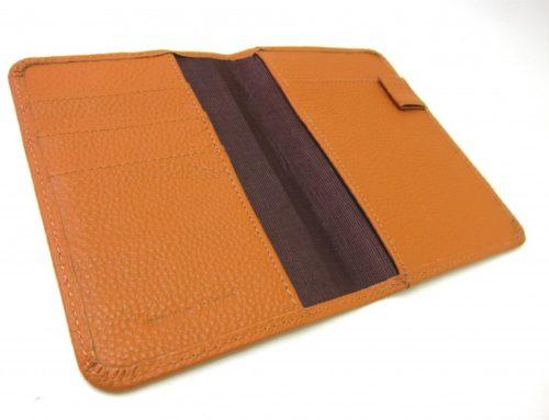 ペブルグレインレザー、ジャストサイズのパスポートケース