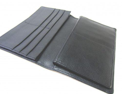型押し牛革で作成した、機能たっぷりの財布