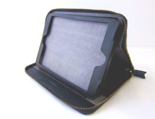 クロコダイル型押し牛革、ラウンドファスナー式の iPad miniケース